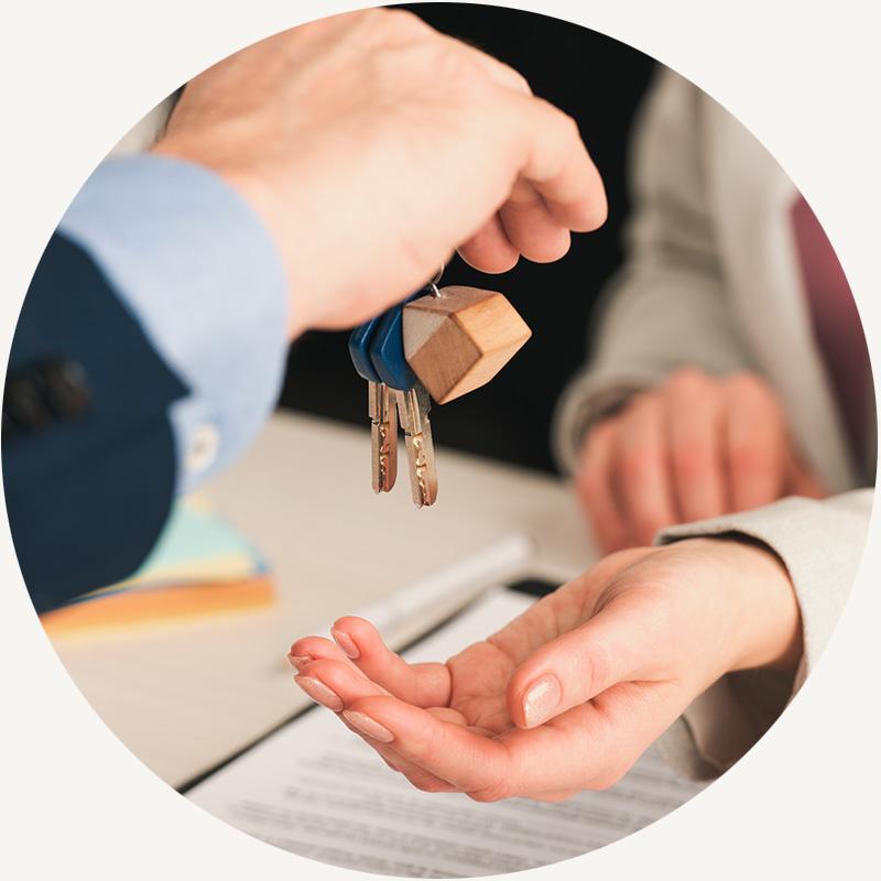Nos encargamos de mejorar la vivienda, la hacemos atractiva para el futuro comprador